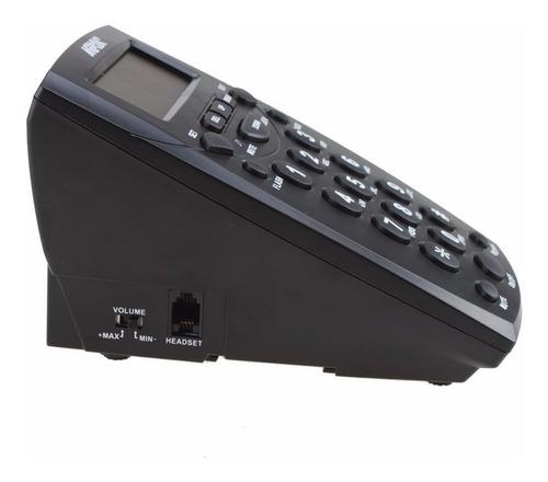 centro de llamadas con auriculares y teclado