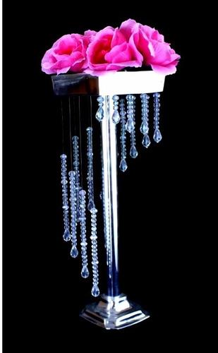 centro de mesa alto elegante con cristal fino