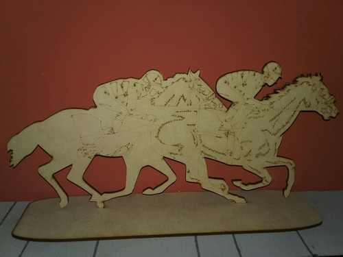 centro de mesa caballo de carrera en fibrofacil