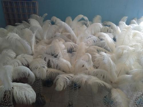 centro de mesa con plumas de avestruz con luz led