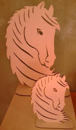 centro de mesa figura de caballo en fibrofacil