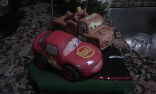 centro de torta cars mcqueen y towmate en porcelana fría!