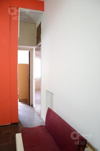 centro. departamento 2 ambientes al frente. alquiler temporario sin garantías.