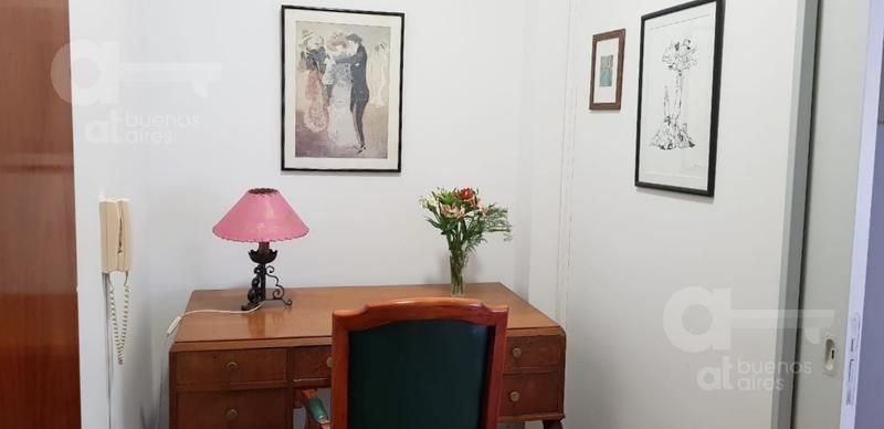 centro. departamento 2 ambientes con escritorio. alquiler temporario sin garantías.