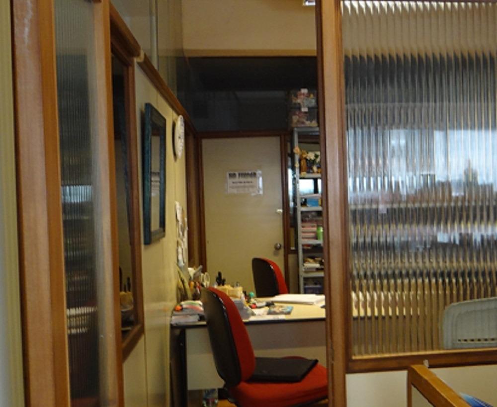 centro estacionamiento y oficinas