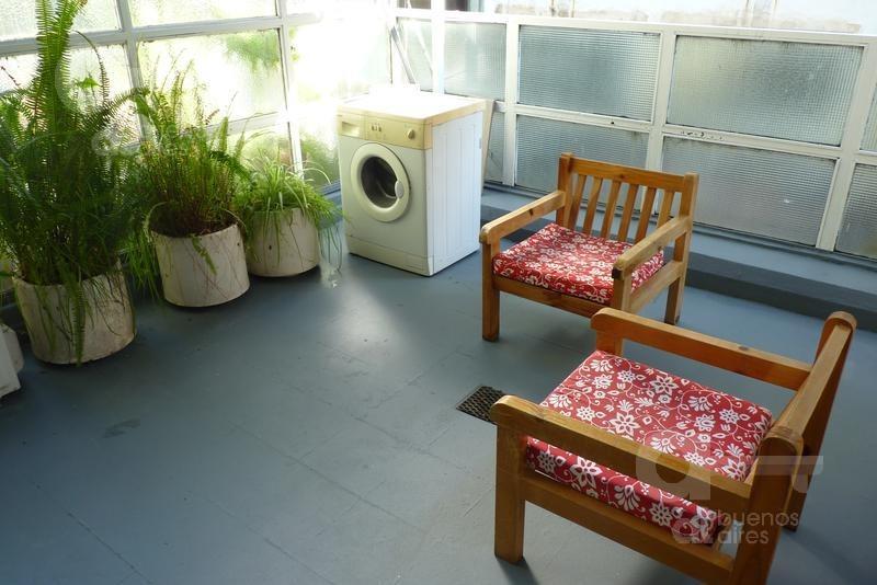 centro. loft reciclado con terraza. alquiler temporario sin garantías.