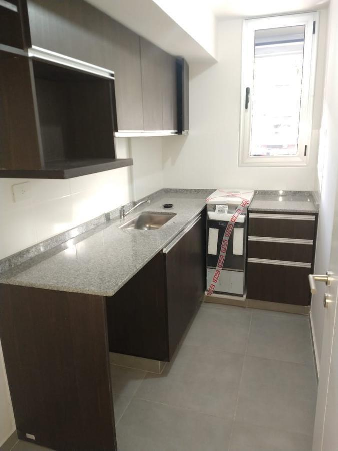 centro - mono ambiente apto oficina - balcón y cocina separada - terraza con asador