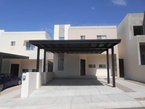 century 21 elga, ofrece excelente casa de dos niveles, ubicada en exclusiva cerrada al norte.