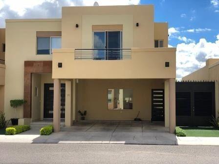 century 21 elga, ofrece hermosa casa en venta, en exclusivo fraccionamiento con acceso controlado.
