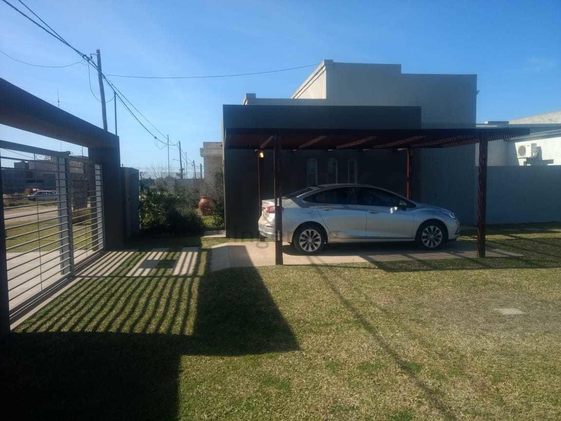 century 21 presenta a la venta hermosa casa en solares del labriego!!!!