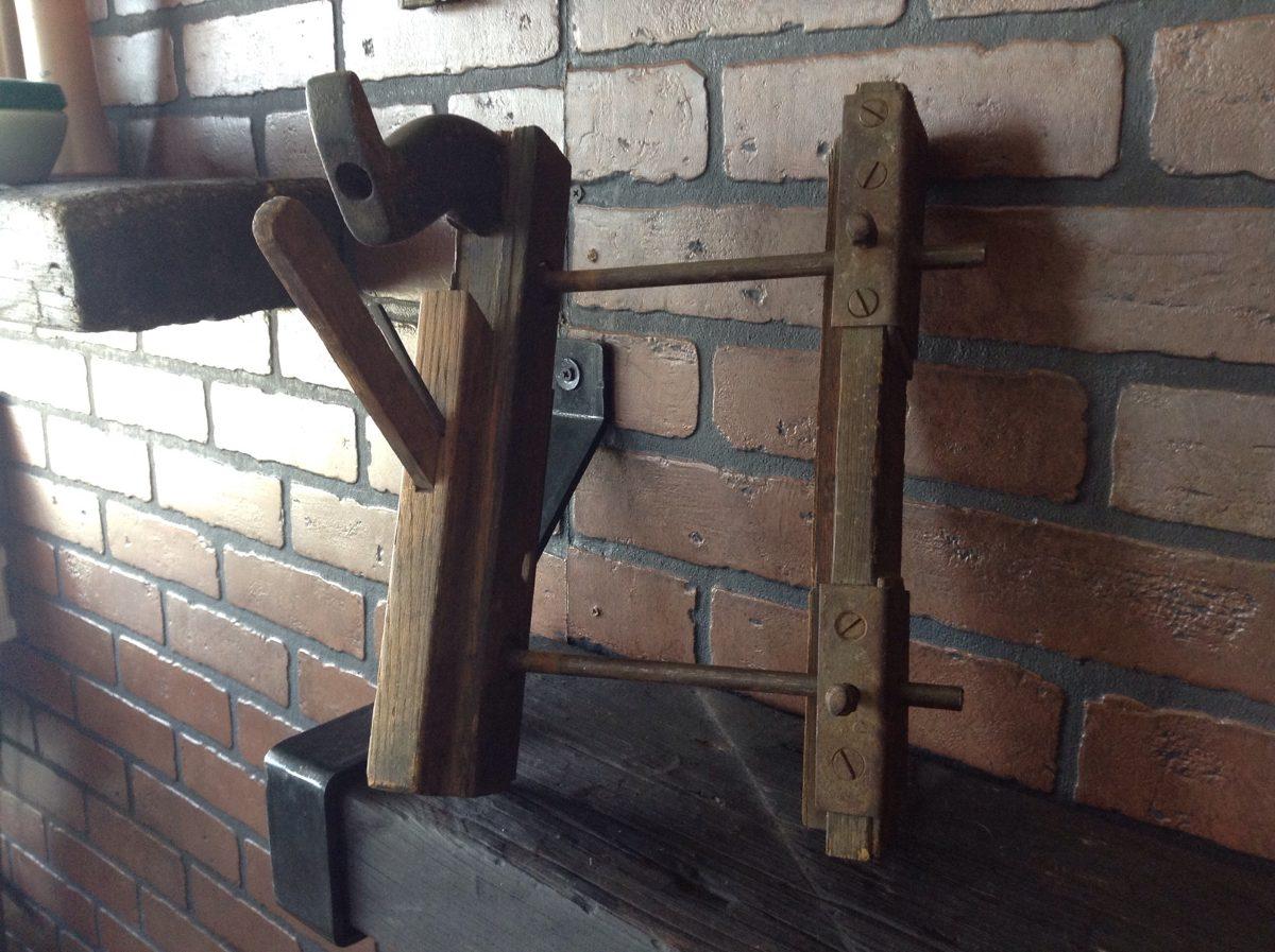 Cepillo Antiguo De Carpintero Para Canaletas De Madera