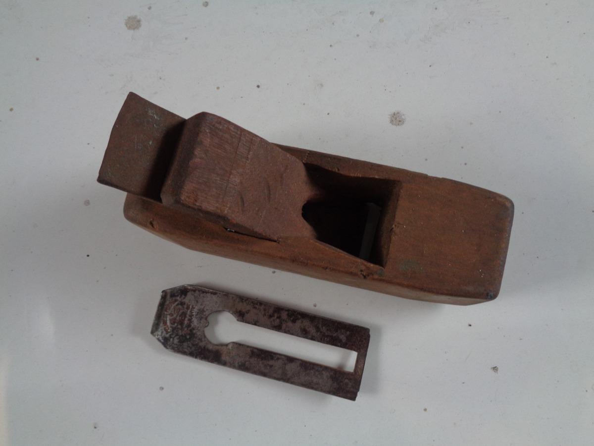 Cepillo de madera o galopa antigua en mercado - Cepillo de madera ...