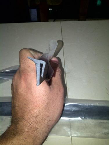 cepillo lamevidrio de puerta externo toyota meru 2005-2009