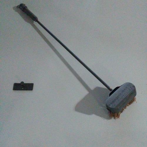 cepillo para parrilla con mango de hierro