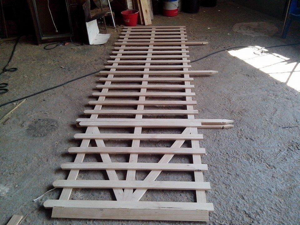 Paneles de madera para jardin cobertizo de madera para el for Paredes de madera para jardin