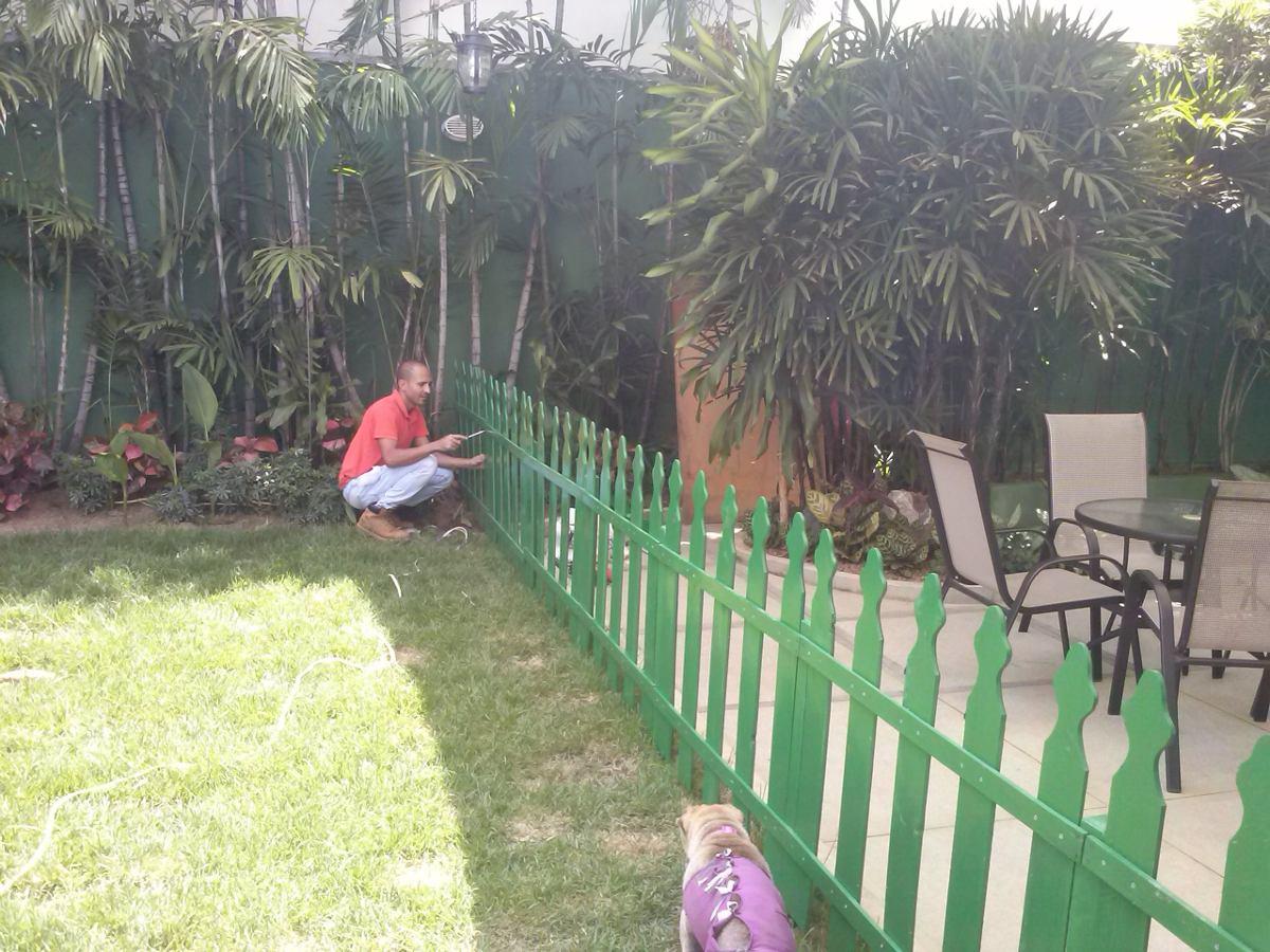Cercas de madera para jardines patios y areas infantiles for Jardines con gravilla de colores