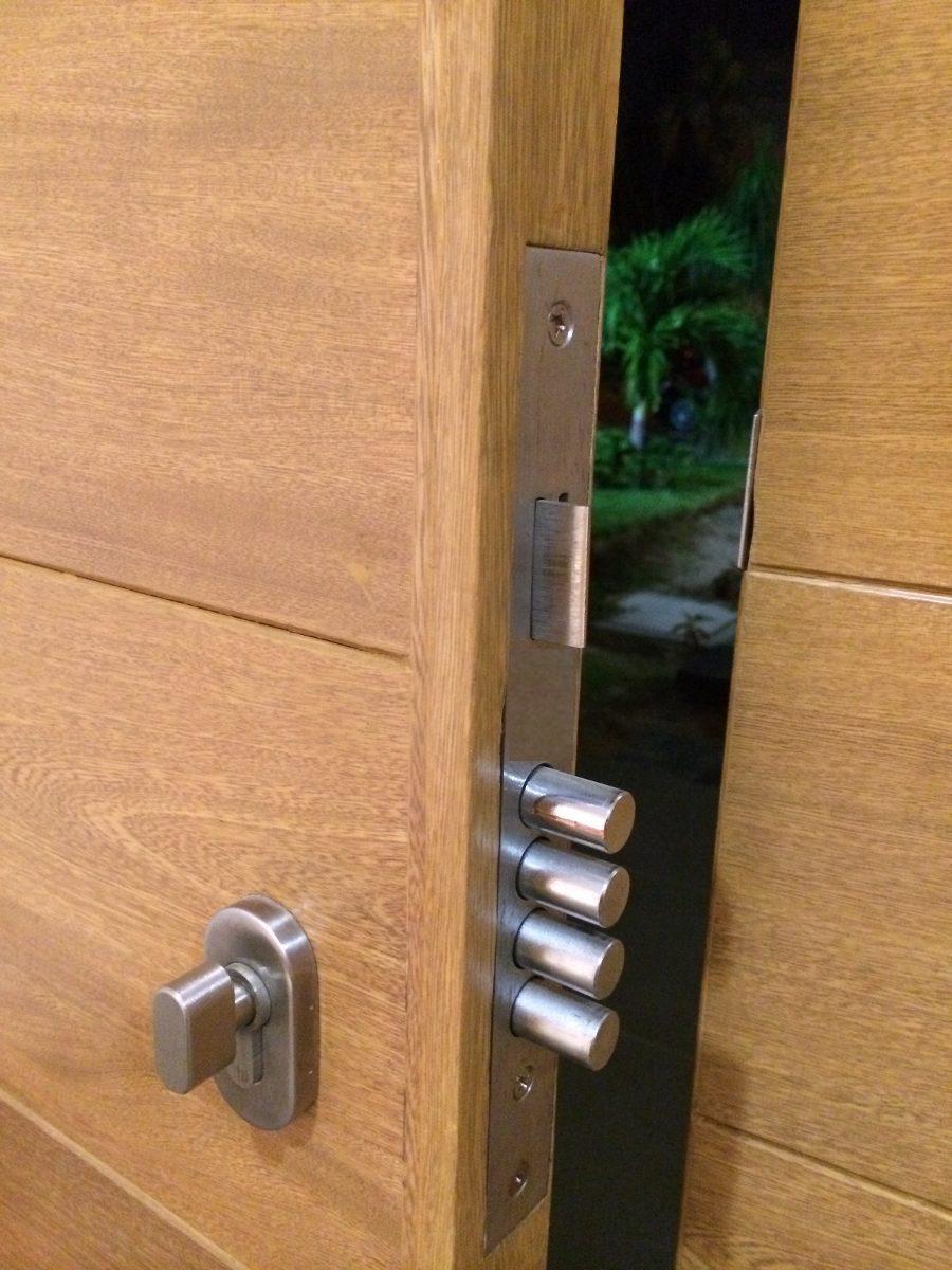 Cerradura para puerta de maxima seguridad 4 pasadores for Puerta plegable con cerradura