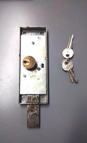 cerradura puerta santa maria