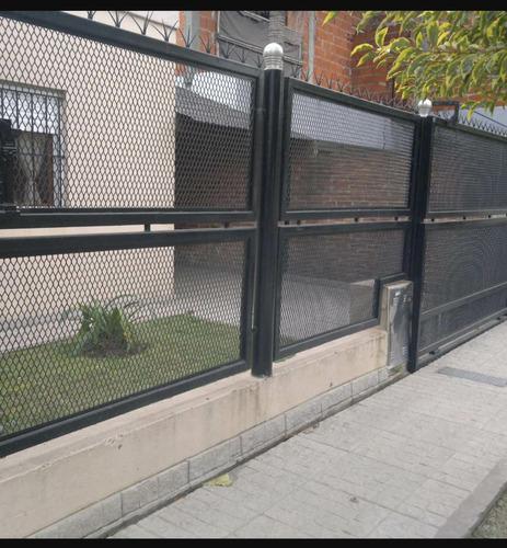 Cerramietos portones en metal desplegado en for Cuanto sale una puerta