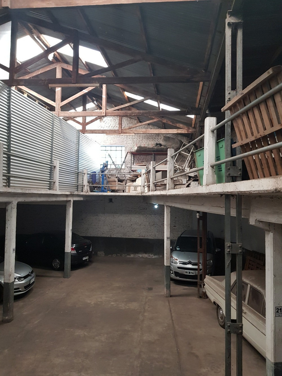 cerrito 300, se alquila, garage y fabrica, 2000m2 cub y 600