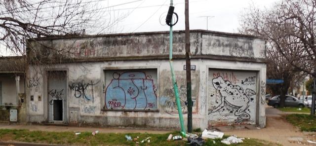 cerrito esquina lugano local con vivienda 155m2