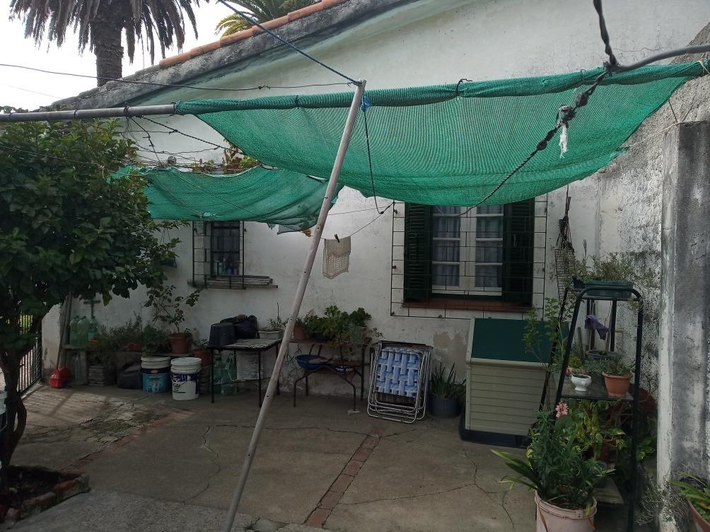 cerro !! barrio ocho, linda casa, hermoso entrono arbolado