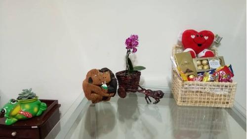 cesta de chocolate com ursinho de pelúcia