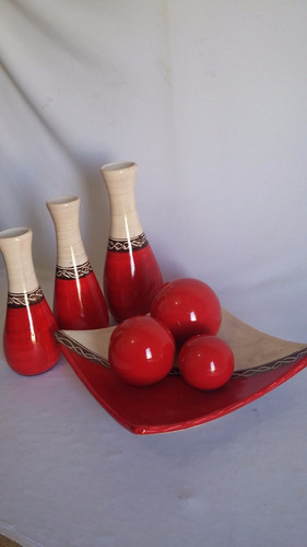 cesta decorativa com trio bolas e vasos decoração e arranjo