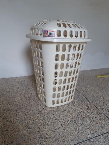 cesta plástica para ropa sucia