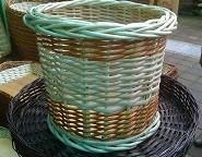 cesto bicolor artesanal mimbre