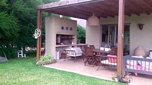 cfs. casa en venta al rio en santa catalina, villa nueva. 3 habitaciones, dependencia y pileta.