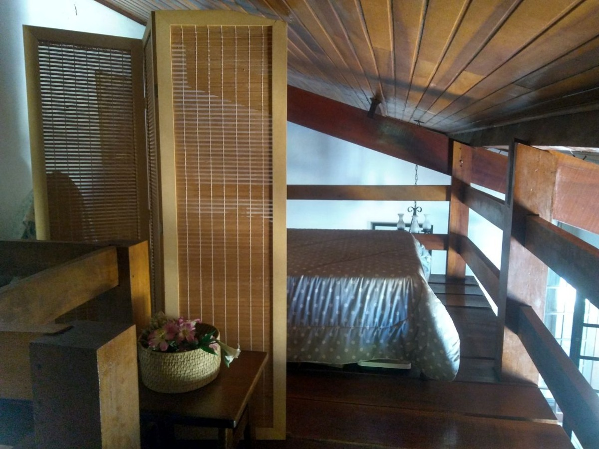 chácara área total de 3.000 m², casa com 3 dormitórios.