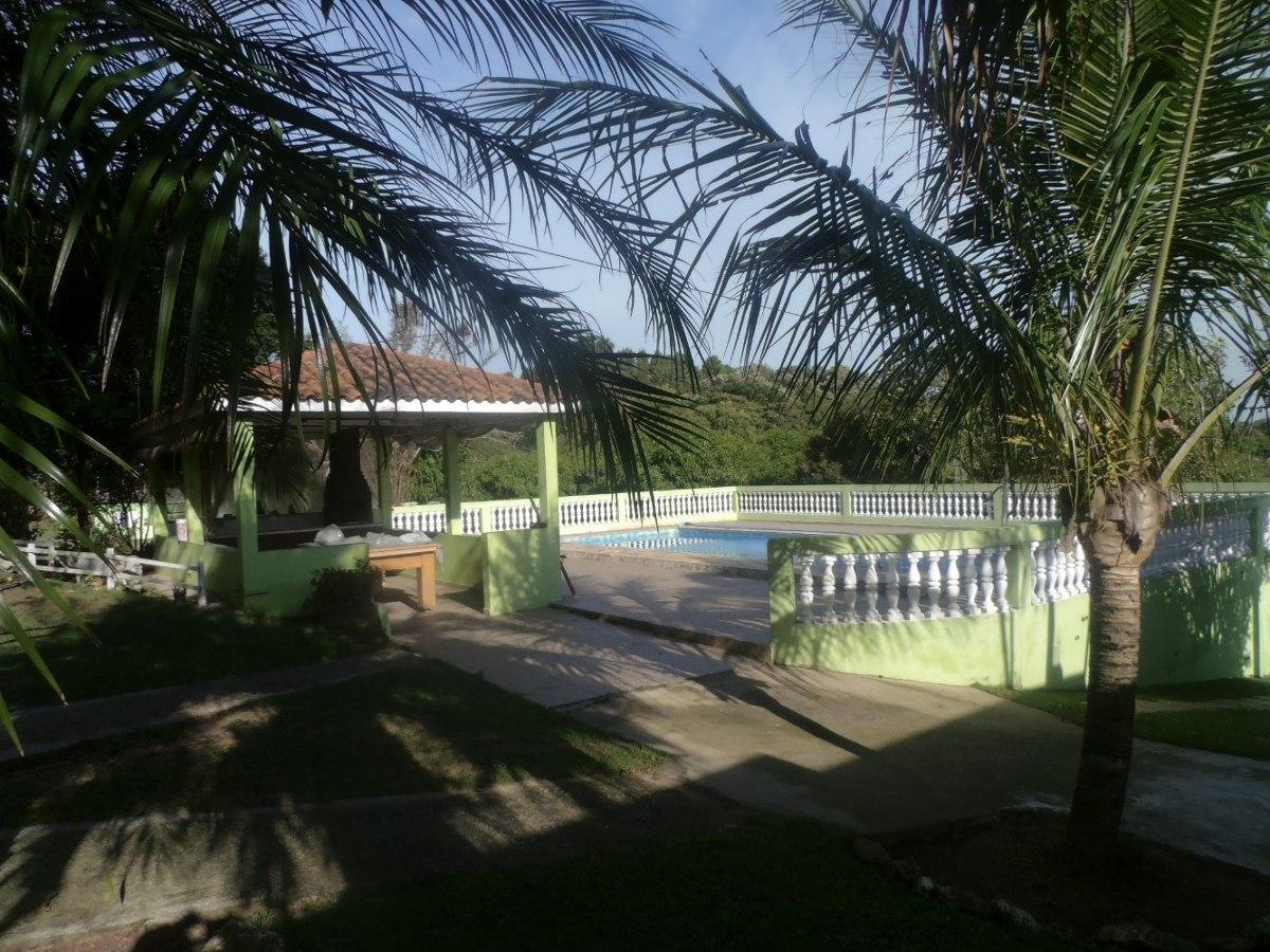 chácara área total de 5.000 m², casa sede com 4 dormitórios.