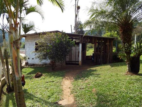 chácara bem localizada com pequeno pasto