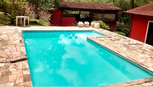 chácara bem localizada com piscina em juquitiba