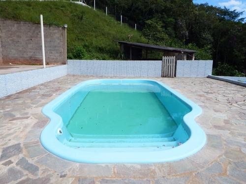 chácara bem localizada com tanques para peixes e piscina