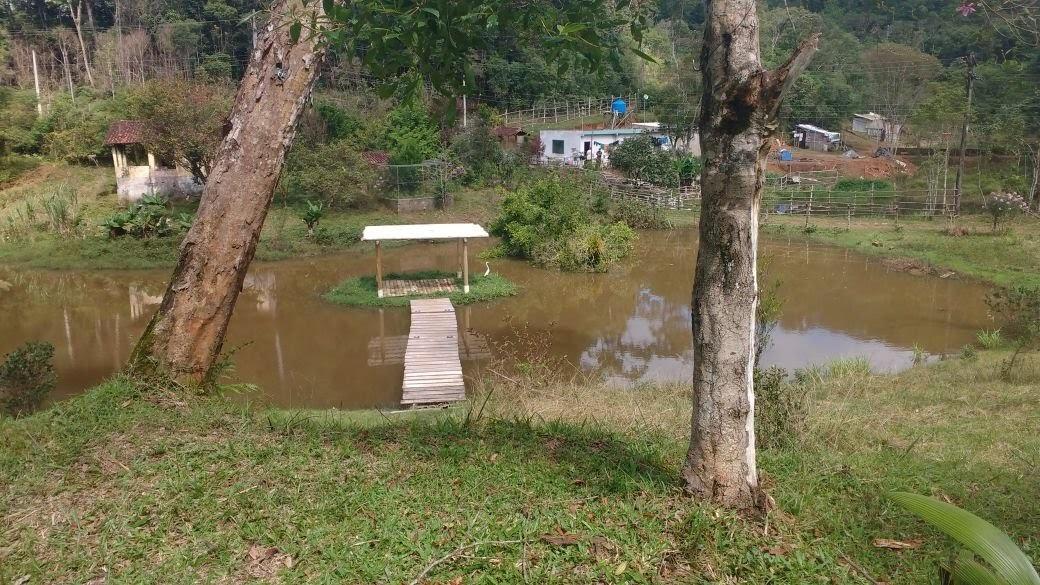 chácara com 20.000 m² lago cheio de peixes 2 casas