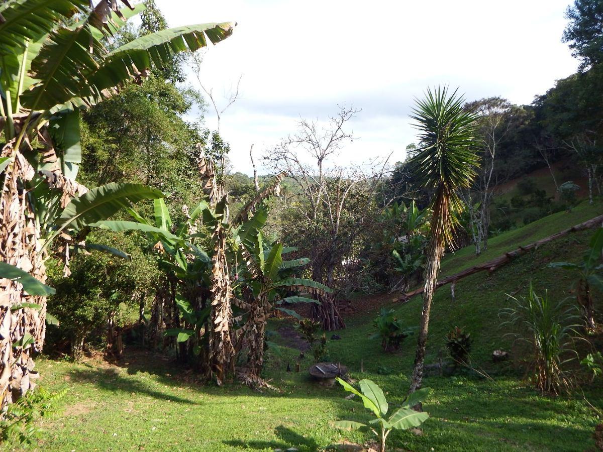 chácara com 4.000 m² sobrado área gramada fácil acesso