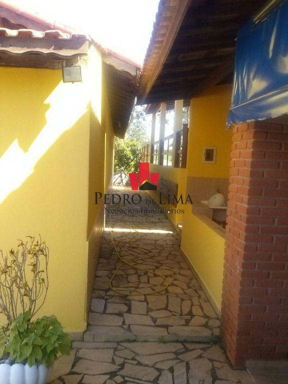 chácara com 5 quartos sendo 1 suíte, com 380 m² de área construida e 1560 m² de área de terreno - tp13770