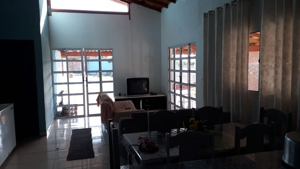 chácara com área de 1.000 m², 03 dormitórios sendo 01 suíte