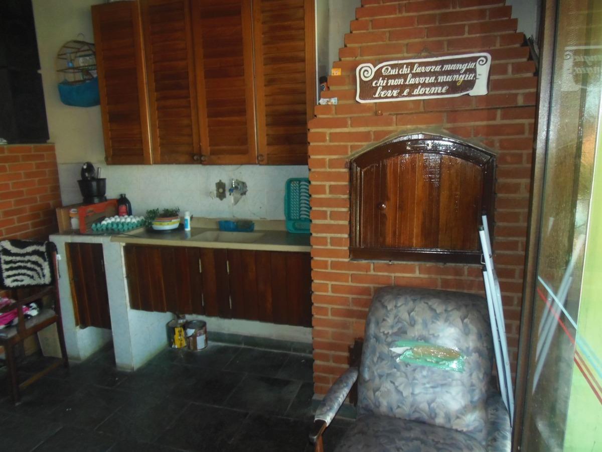 chácara com área de 500 m², casa sede com 3 dormitórios.