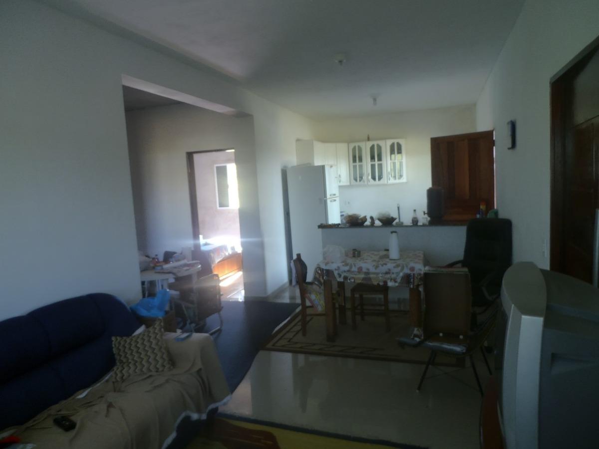 chácara com área total de 1.600 m²,  casa com 4 dormitórios.