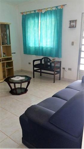 chácara com área total de 2.000 m², casa com laje .