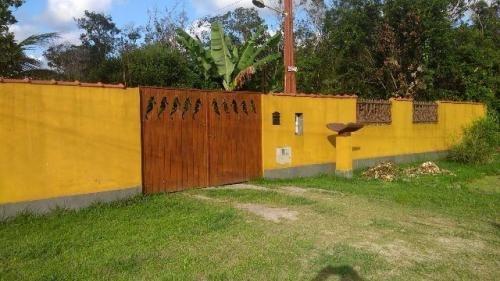 chácara com área total de 3000 m² e 3 quartos em itanhaém-sp