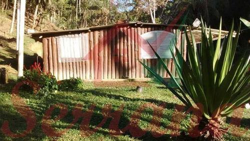 chácara com casa de madeira e piscina nova