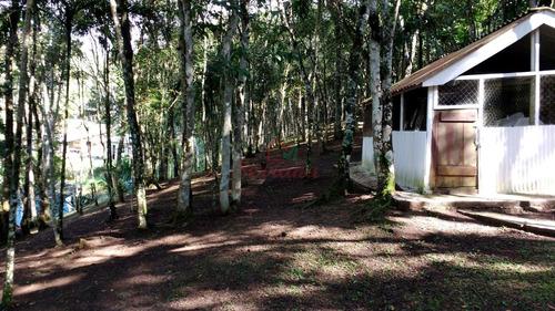chácara com chalé e área de churrasqueira na represa