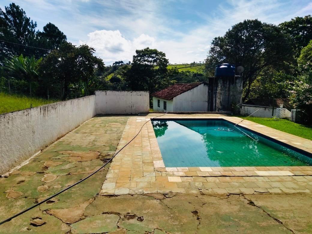 chácara com lago e piscina com 3 quartos