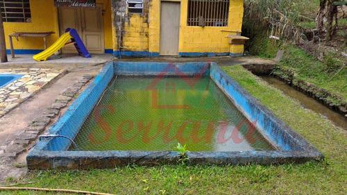 chácara com lindo riacho e piscina