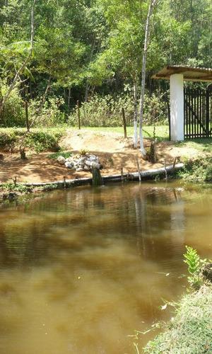 chácara com nascente e lago repleto de peixes