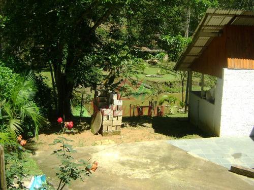 chácara com ótima localização e lago em juquitiba